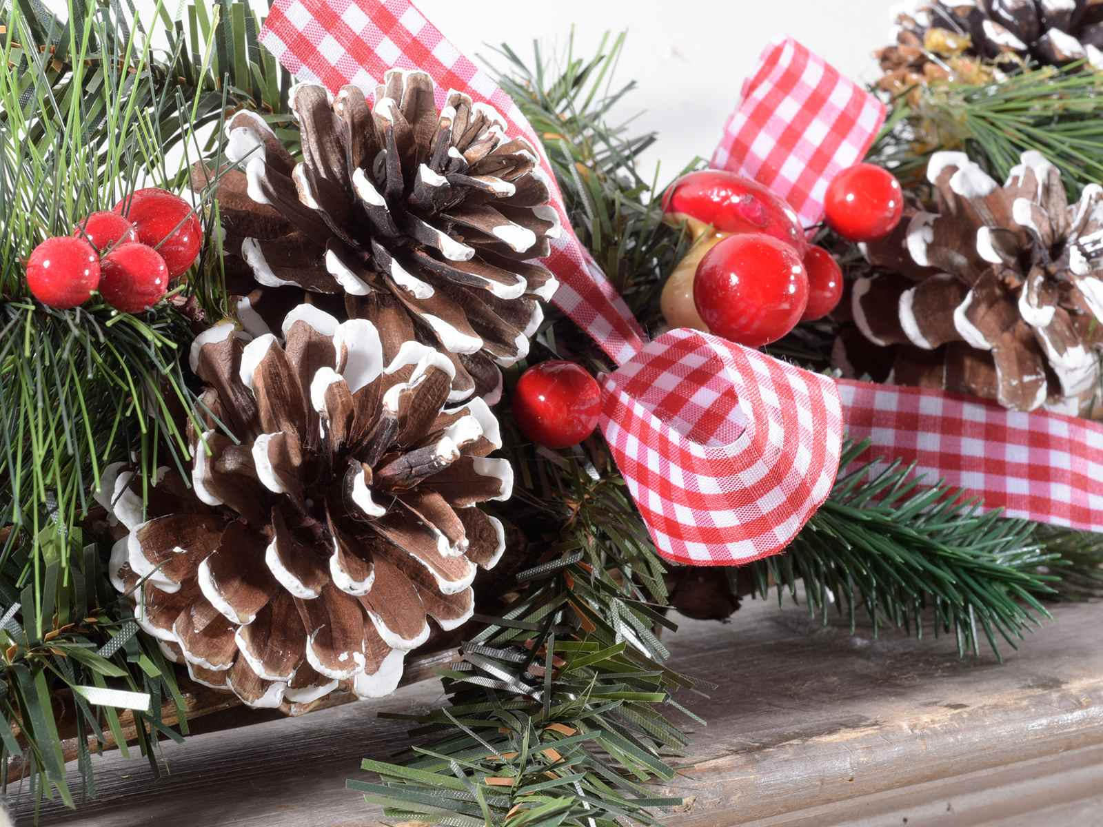Antica soffitta centrotavola natalizio addobbi natale for Centrotavola natale pigne