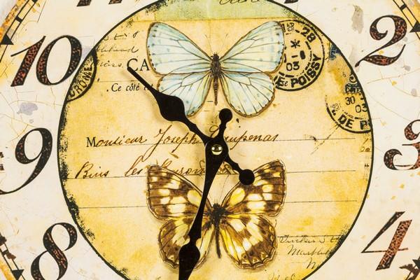 Antica soffitta orologio da parete shabby chic farfalle for Orologio da muro farfalle