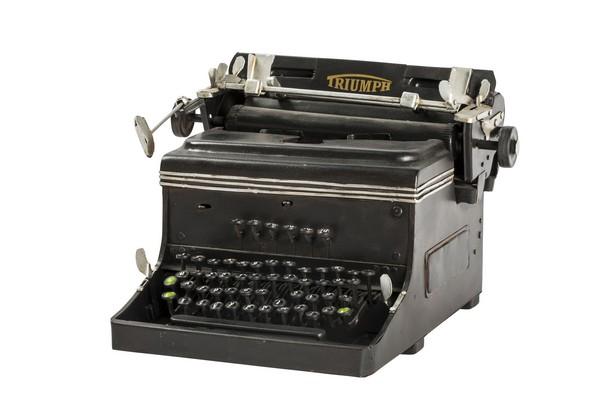 antica soffitta: modellino macchina da scrivere triumph in latta