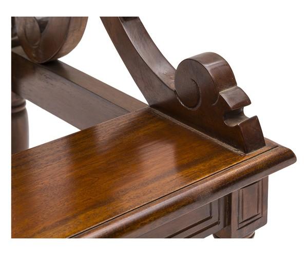 Scala per libreria in legno mogano. Misure 50x45, altezza 82 cm.